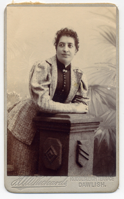 Unidentified lady photographed by Frank Albert Wreford Richards. Carte de visite No.1