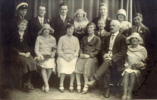 Dingwell's wife Mary Frances Tate (far left, seated) and Dingwell Burn Tate (second from right, seated) in 1929