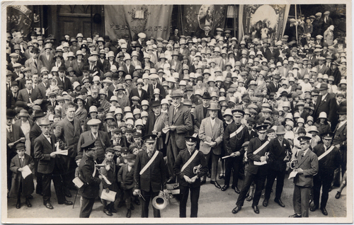 A typical Biltcliffe postcard of a gathering – on this occasion with Joshua Biltcliffe right in the centre