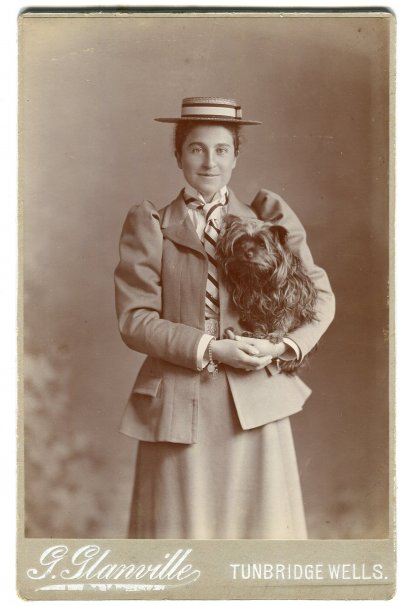 06-Lap-dog-cabinet-card-1890s-Tunbridge-Wells