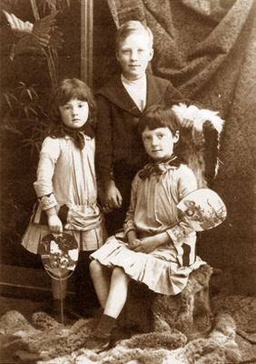 Excellent family portrait by George McKenzie junior