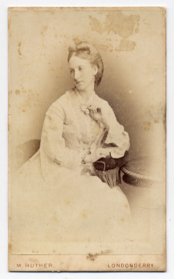 Mary Huther carte de visite photograph 4