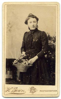 Henry Bown photograph 12 - carte de visite
