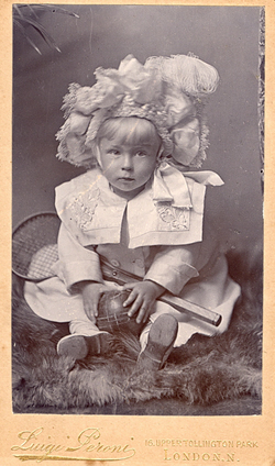 Carlino Rayna about 1899 - blank back