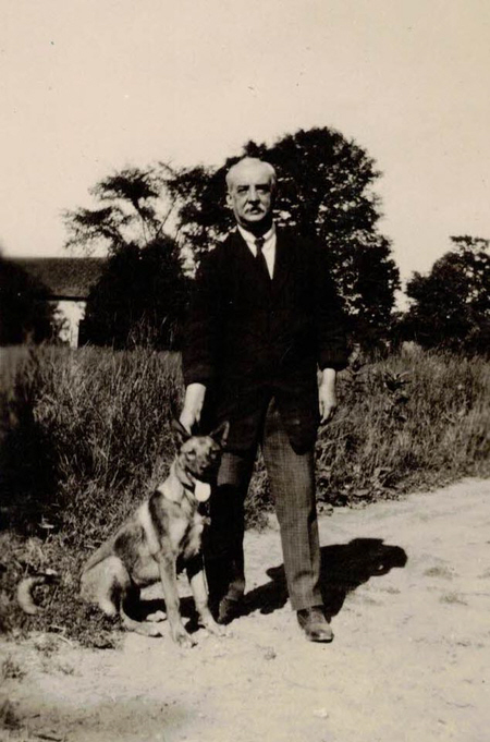 Henry Hinchcliffe and his dog 1932